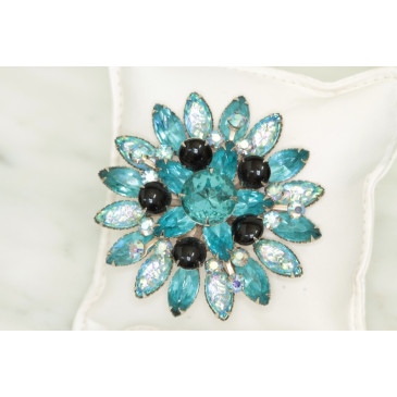 Turquoise Crackle Glass Pin
